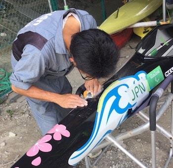 競技用カヌーの修理・サポート
